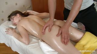 lucky masseur gets his cock sucked by an oiled beauty