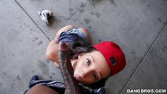 skate chick sucks it on her knees