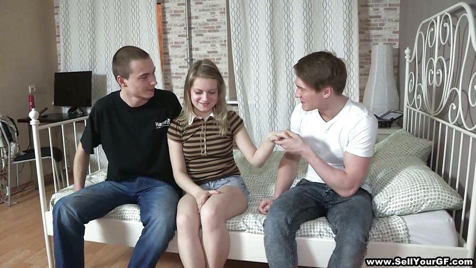 Юные девочки - Видео онлайн бесплатно