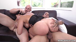 valerie enjoys two dicks at once