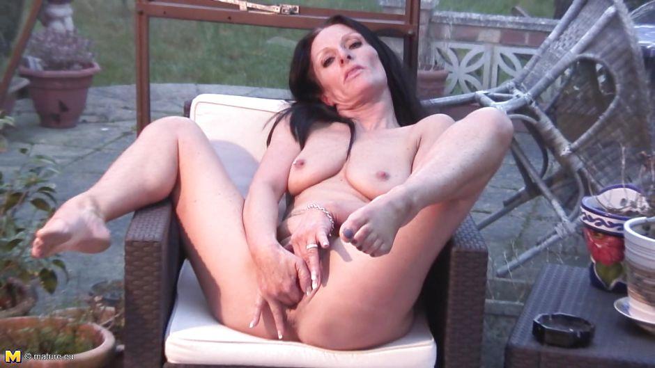 Skinny slut anal