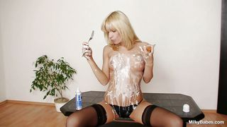 kinky paris playing with cream