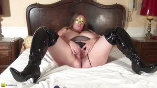 mature masturbating hard while her face covered with a mask