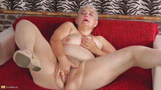 mature fatty fingers herself really deep