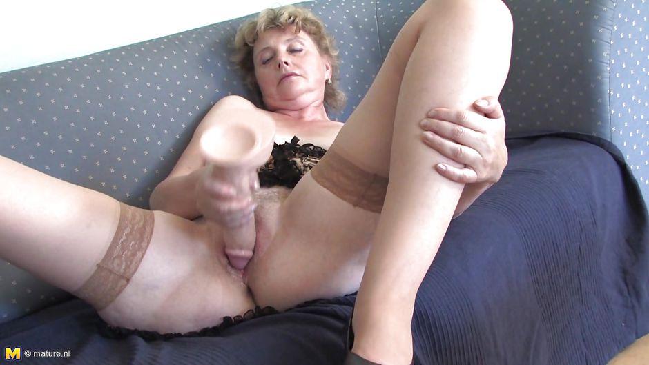 бабушка мастурбирует на фото