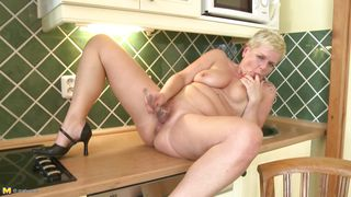 mature blonde daisy doing a solo