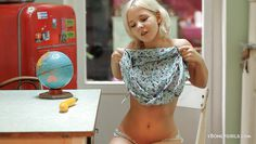 russian blonde chick monroe doing solo