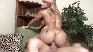 bubble butt blonde shemale likes a hard dick deep in her anus