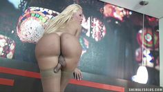 blonde shemale chick doing a hot solo