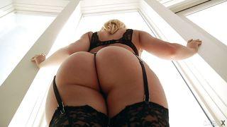 sexy kagney loves to suck big black cocks