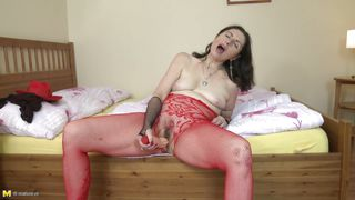 horny matyre lady playing dildo