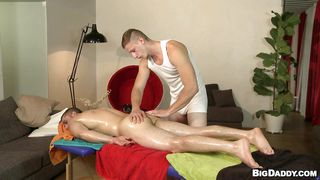 oiled gays getting their dicks licked