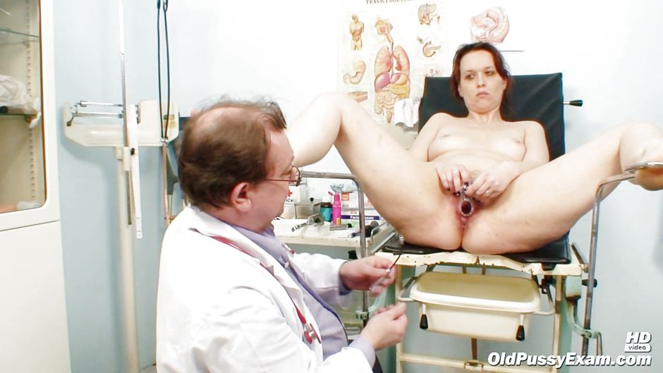 privel-zhenu-k-ginekologu-porno