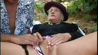 gino fucks a granny outside @ mature kink 14