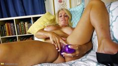mature blonde plays with her old cunt