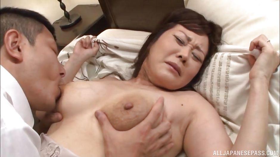 Japanese nipple sucking porn Sie hat voll