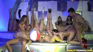 babes get unleashed in a night club