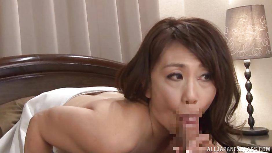 Sex photo Asian girl leg shaving