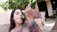 sexy bonnie rotten plays with cucumber