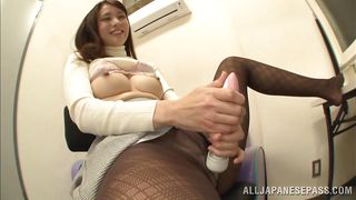 japanese race queen uses a vibrator on her vagina