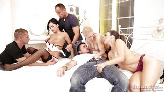 hot ladies get loose @ swingers orgies