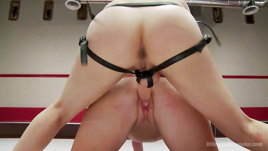 porno-konchayut-v-shorti