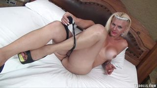 blonde shemale jerks her sexy dick