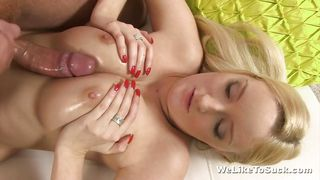 blondie is craving to suck a dick