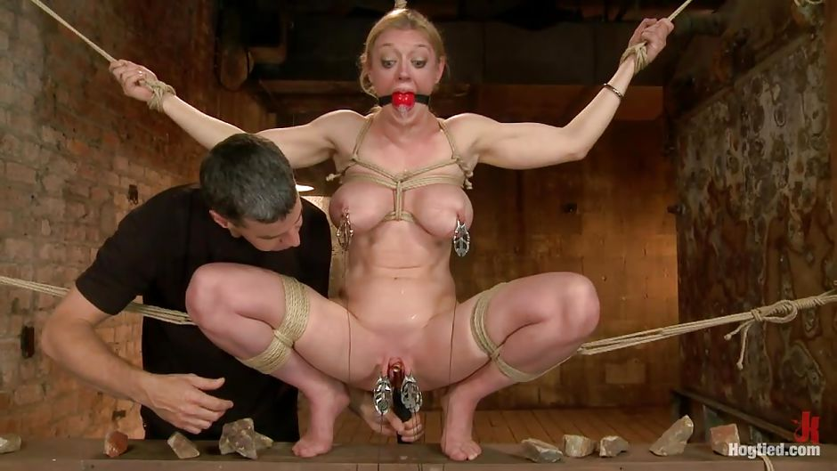 image Restrained 3d blonde babe getting fucked hard