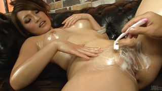 oiled asian babe shaves her pussy uncensored