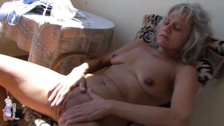 old lady stimulates pussy to orgasm