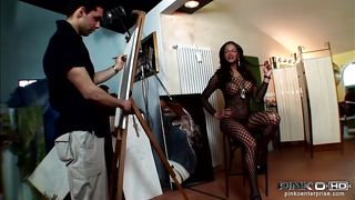 artist paints a nude shemale