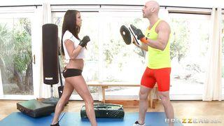 slutty lady gets horny at the gym