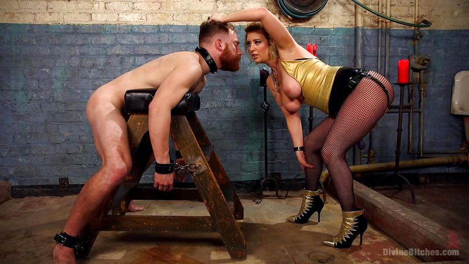 Mistress Cherry Torn macht slave verehren Ihren schmutzigen Füßen