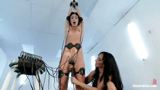 brunettes know hot to play with electricity