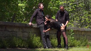 furious threesome in city park