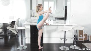 flexible blonde bitch blowing dick