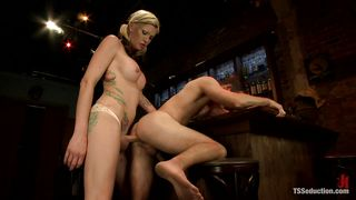 domineering blonde shemale drills a tight anus
