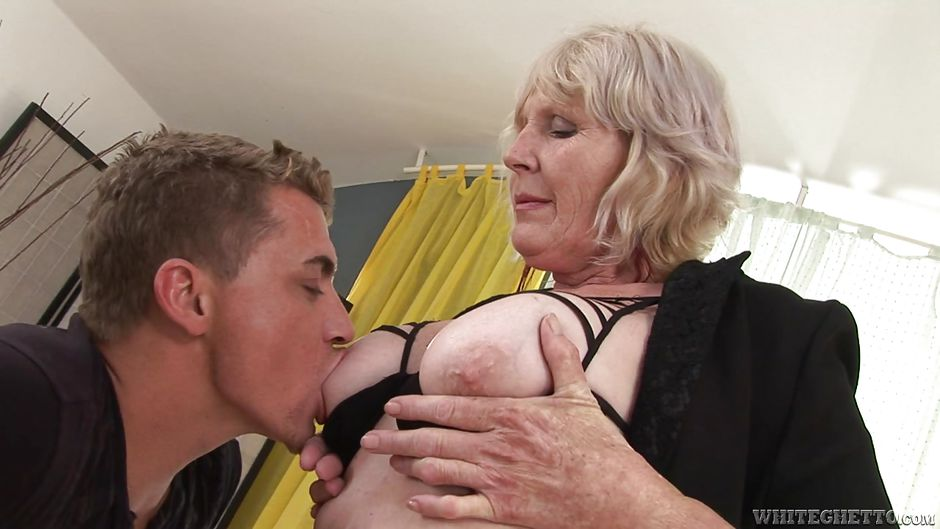 naked old granny getting licked