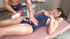 mako loves to get a massage from his favorite masseur
