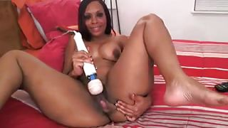 ebony webcam model uses her vibrator