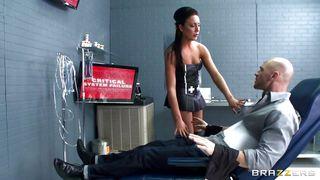 Brazzers-Sexy Doctor Sucks Her Patient PornZek.Com