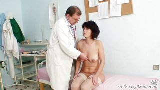 Mature Lady Gets Her Old Pussy Examined