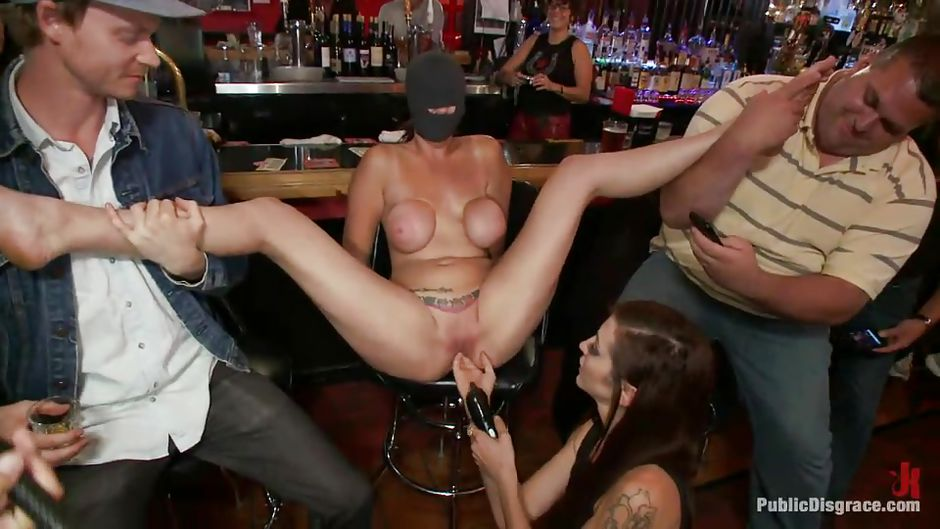 """Alexia Rae, Ramon Nomar in """"In This Pub They Are Serving ..."""