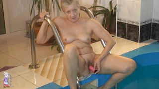 Squirting brunette gay pantyhose