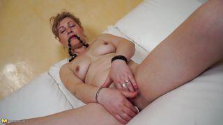 Mature Nl-My Big Pussy Needs Some Rubbing PornZek.Com