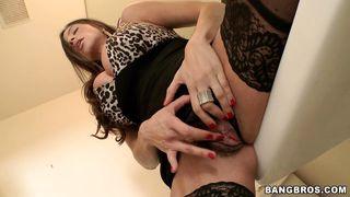 Ariella Ferrera Puts The Mmmmmm In Milf! PornZek.Com