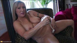 Mature Nl-American Mature With Natural Tits PornZek.Com