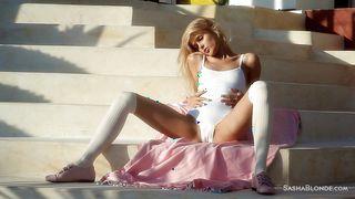 Sasha Blonde Posing And Masturbating