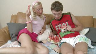 Teen Girls-Horny Blonde Gets Her Shaved Pussy Licked PornZek.Com
